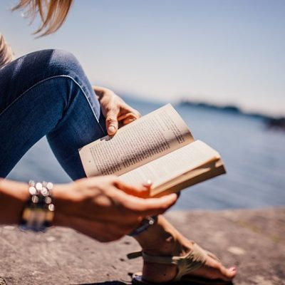 11 Ways To Actually Get Paid To Read Books – Bookworms Rejoice!